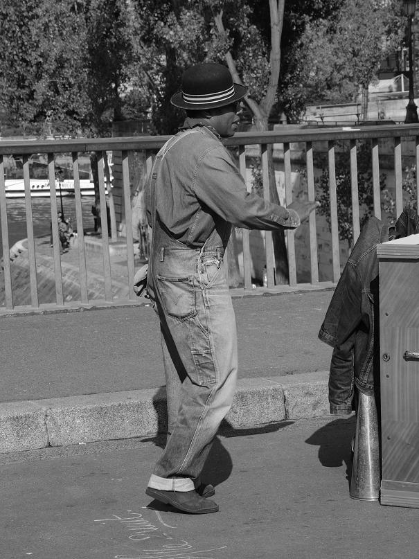 street singer in paris