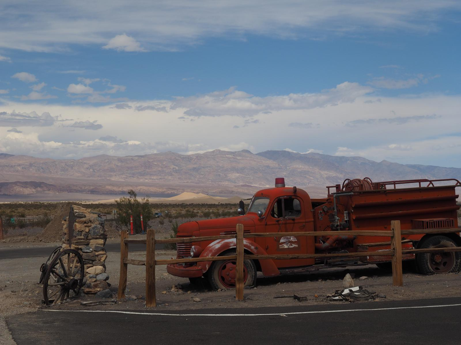 Stovepipe Wells - Death Valley
